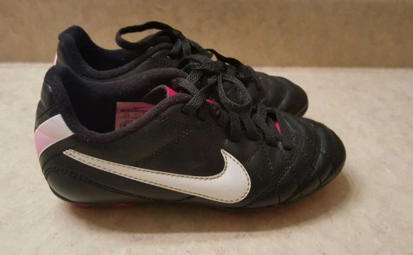Nike Girls Soccer Cleats Shoes
